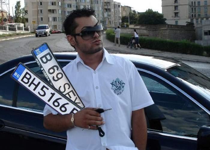 Un român e atât de cocalar încât are 2 numere la maşină. Unul de Bulgaria şi unul cu SEX