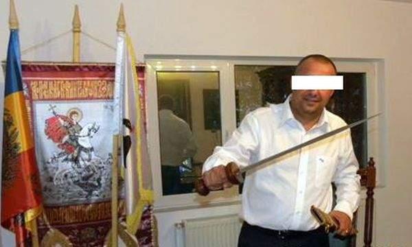 Un interlop craiovean susține că lui îi aparține de drept sabia lui Ştefan cel Mare de la Istanbul