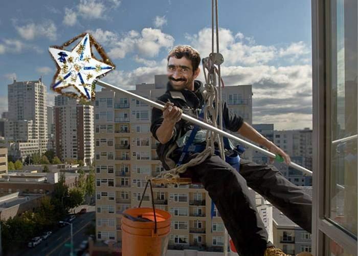 Atenţie la colindătorii utilitari, care coboară cu cordelina la fereastră, de pe acoperiş!