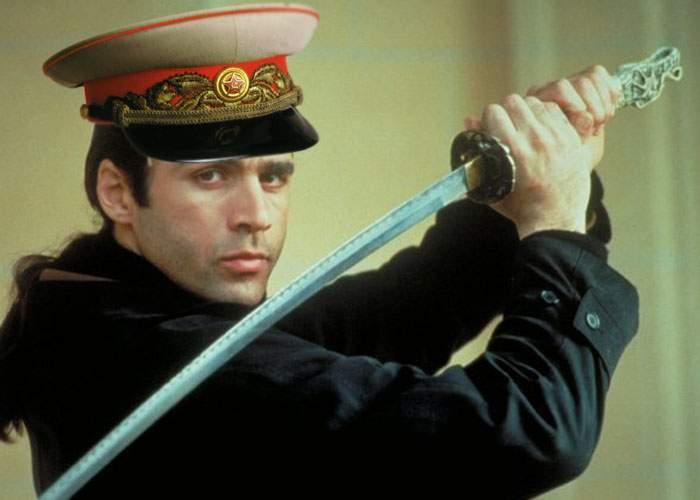 """Iliescu, căutat prin București de un comunist scoțian cu sabie: """"There can be only one!"""""""
