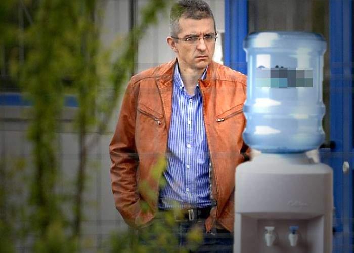 Angajații Hexi Pharma spun că Dan Condrea e atât de scârțar încât dilua până și apa de la dozator