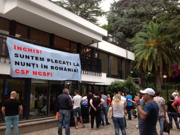 Ambasada României în Italia s-a închis, că toţi angajaţii au fost chemaţi la nunţi în ţară