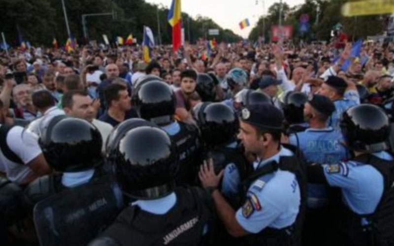 """Convorbirile jandarmilor din 10 august, desecretizate. Predomină cuvintele """"dă-i"""" şi """"mufă"""""""