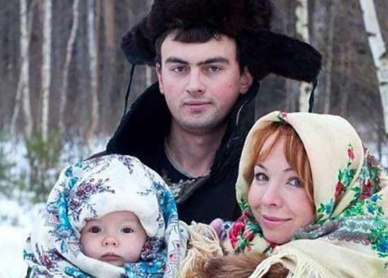 Minune! O familie din Dâmbovița a fost binecuvântată cu un copil cu două alocații