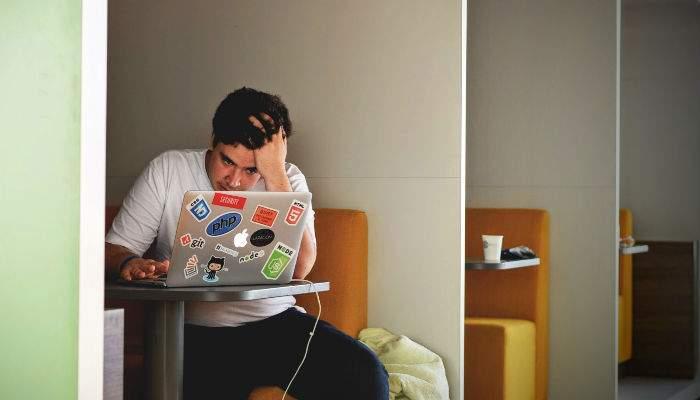 Internetul s-a golit brusc cu 20%, aseară, după ce un corporatist român şi-a şters toate mailurile