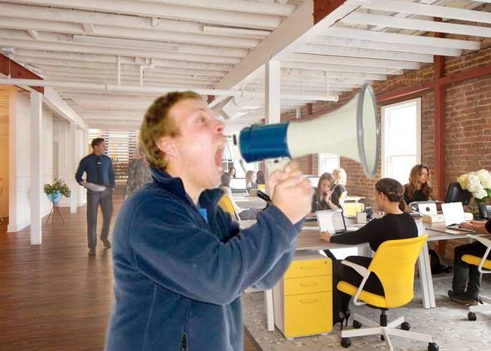 Un corporatist anunţă şedinţele pe e-mail, Facebook, Whatsapp, dar şi cu portavocea