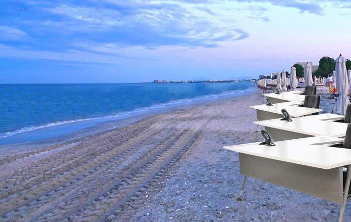 Mii de corporatişti aflaţi în vacanţă cer ca şezlongurile de pe plajă să fie înlocuite cu birouri
