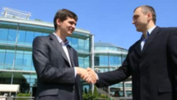 Doi corporatiști care lucrează împreună de 20 de ani s-au cunoscut în sfârșit