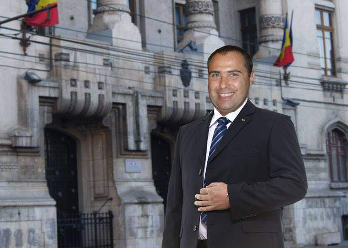 """Un bucureștean ingenios s-a dat azi """"noul primar"""" și a încasat șpăgi de peste 100.000 de euro"""