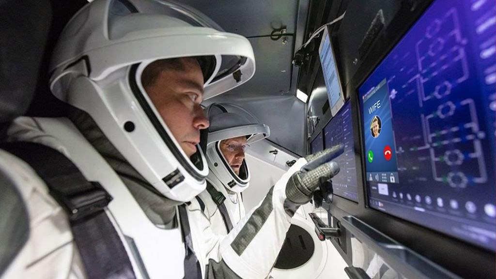 """Soția unui astronaut SpaceX îl tot bate la cap: """"Când vii? Mai stai mult?"""""""