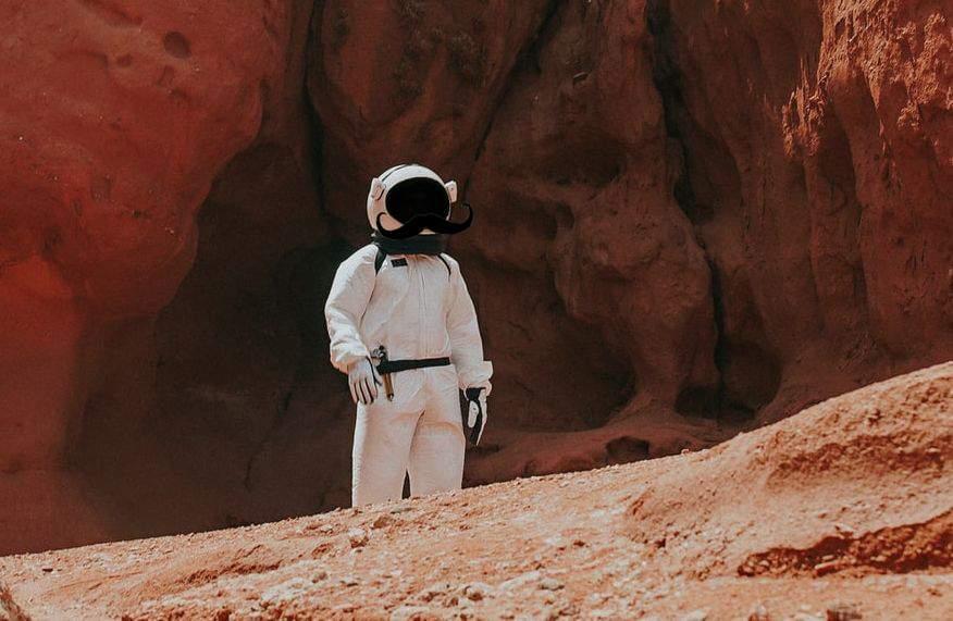 România vrea să trimită niște unguri pe Marte, că poate scăpăm de ei