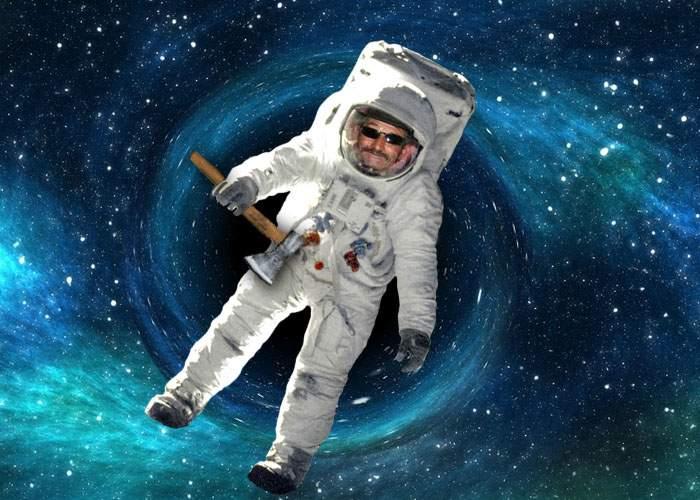 NASA, uluită! Un cosmonaut vasluian a intrat într-o gaură neagră, dar a ieşit după ce n-a găsit băutură