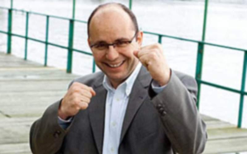 Baftă! După Realitatea TV, Cozmin Guşă s-a înscris în PSD ca să îl îngroape şi pe ăla