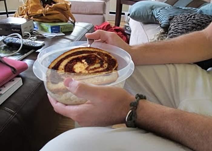 Obişnuinţa dispare greu! Studenţii care serbează Paştele acasă mănâncă tot din borcane şi caserole