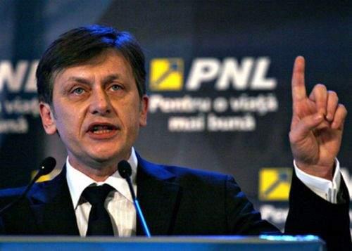 Crin Antonescu a promis că va sta o noapte nedormit dacă Băsescu demisionează