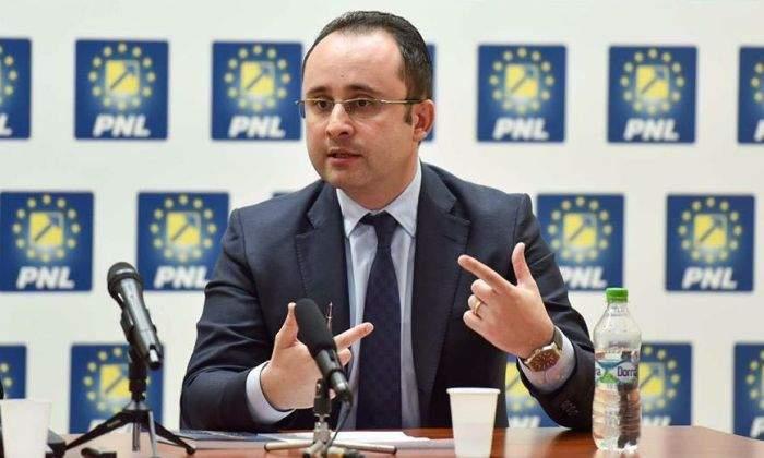 Inexplicabil! Cristian Buşoi a demisionat, la doar 5 zile de la primul său like pe Facebook