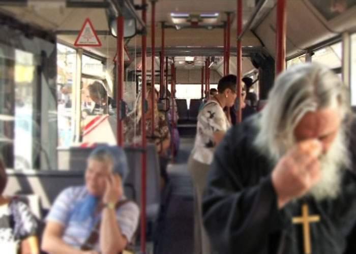 Pensionarii din autobuze, dotaţi cu dinam ca să producă energie electrică de câte ori îşi fac cruce