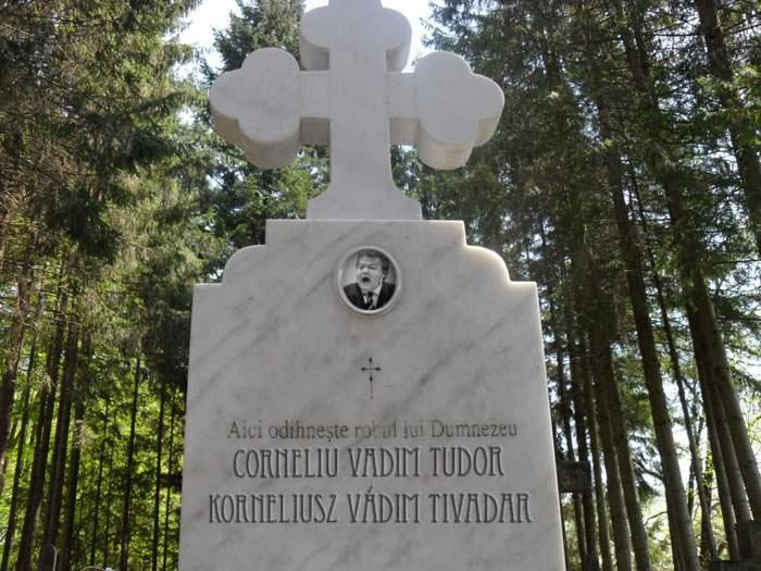 Lipsă de respect! Cineva a pus o cruce bilingvă la mormântul lui Vadim