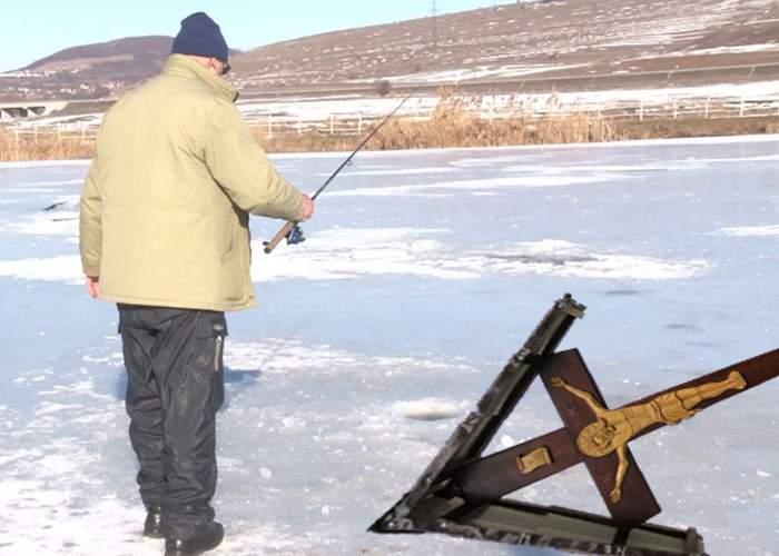 Poveşti pescăreşti: Un român se laudă că a prins o cruce de 250 kg la copcă