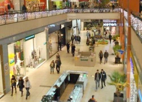 Un bărbat a ajuns în spital din cauza epuizării! Nevasta l-a plimbat la cumpărături în mall 6 ore
