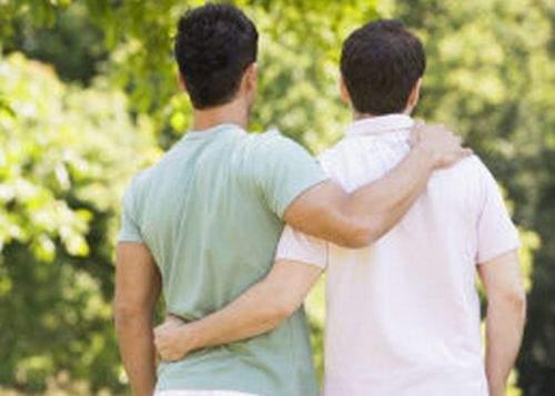 Noul Cod Civil obligă cuplurile de homosexuali să se căsătorească, dacă se iubesc