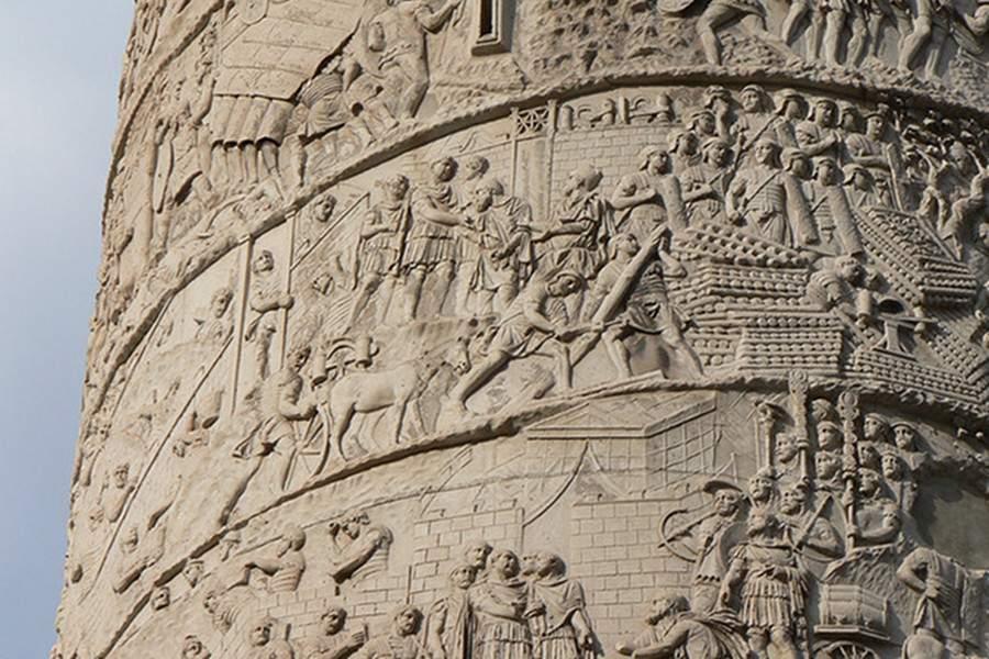 Scandal la Roma! Doi daci au fost dați jos de pe Columnă pentru că n-aveau bilet