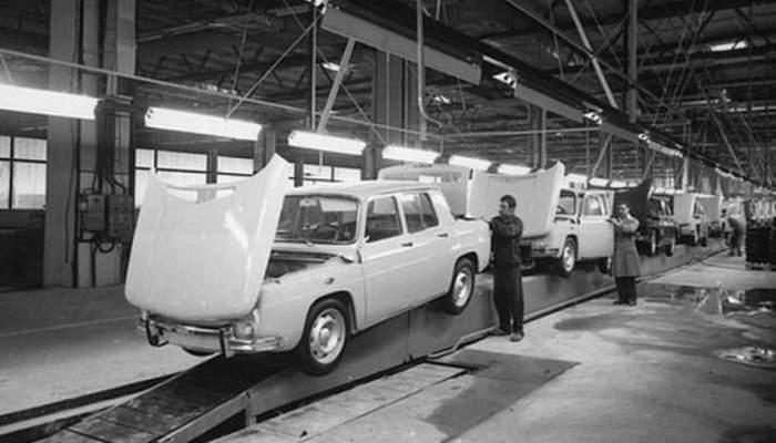 România serbează azi 47 ani de la lansarea primei maşini Dacia, şi mâine 47 ani de când e în service