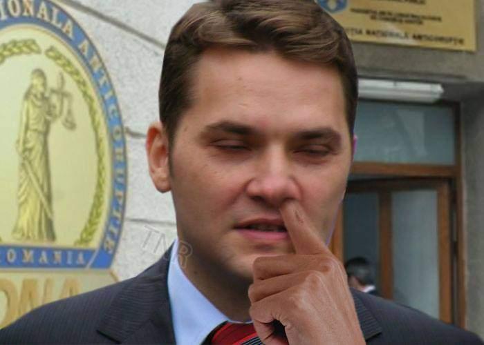 La ieșirea de la DNA, Dan Șova a făcut și el un gest mafiot: și-a băgat degetul în nas până la ochi