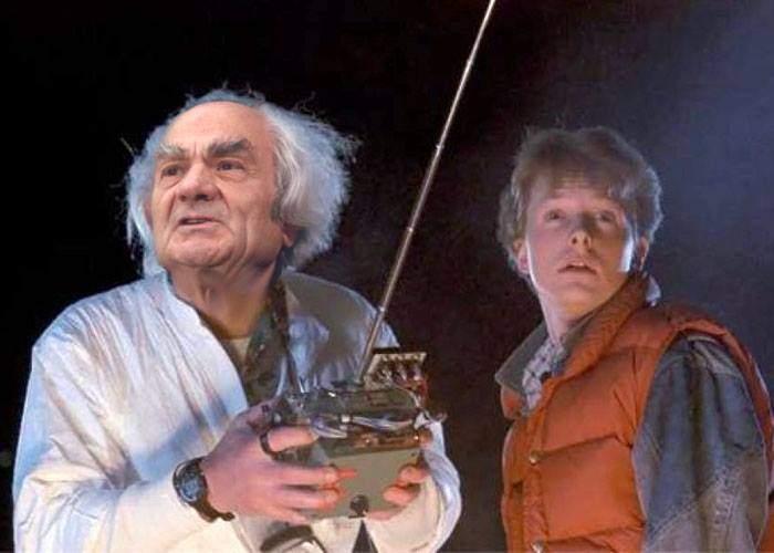 Profesorul Leon Dănăilă spune că se va întoarce în 1985 cu Marty McFly să ne scape de Dragnea