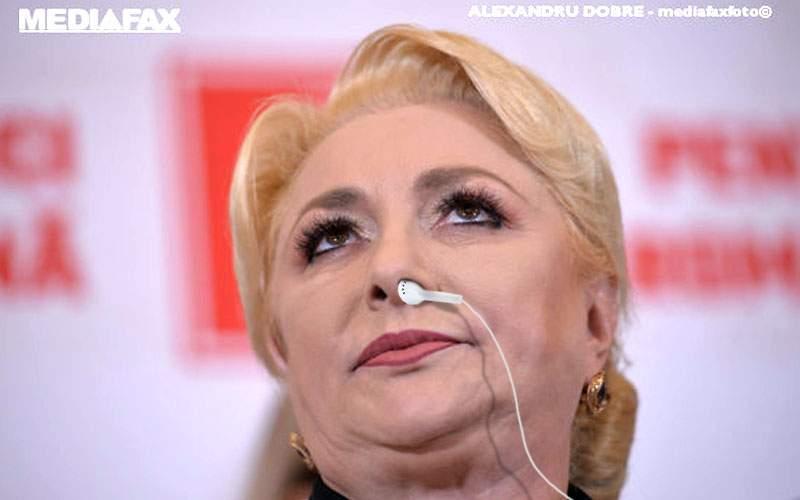 Viorica Dăncilă, surprinsă cu o cască în nas la conferinţa de presă