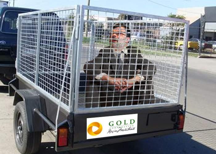 Ca să nu-i mai fie spartă luneta maşinii, ministrul Daniel Barbu se va deplasa într-o cuşcă de metal