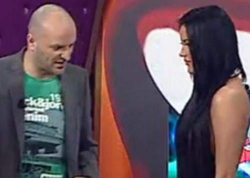 Daniela Crudu, amendată de şefi pentru că a apărut cu sutien în emisiunea lui Capatos