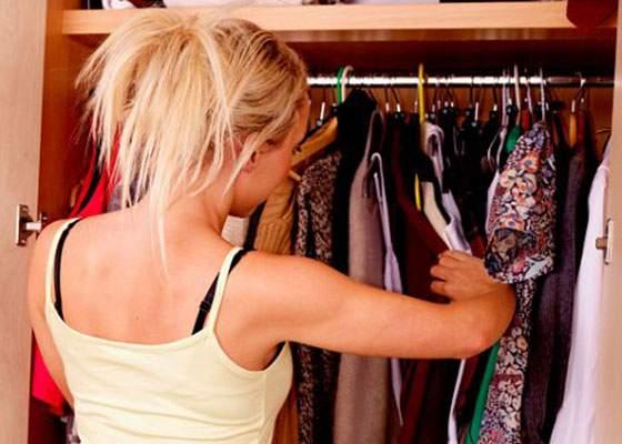 """Savanții au descoperit de ce au femeile multe haine pe care nu le poartă: """"90% mă fac să par grasă!"""""""