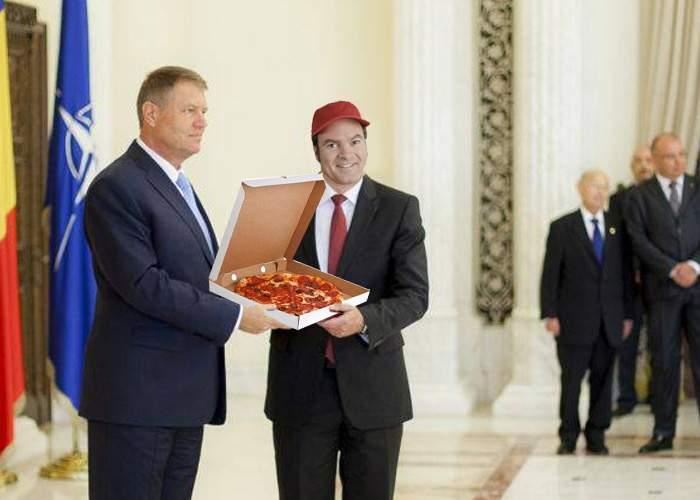 Pentru că nu a avut mărunt să lase băiatului cu pizza, Iohannis l-a decorat cu Steaua României