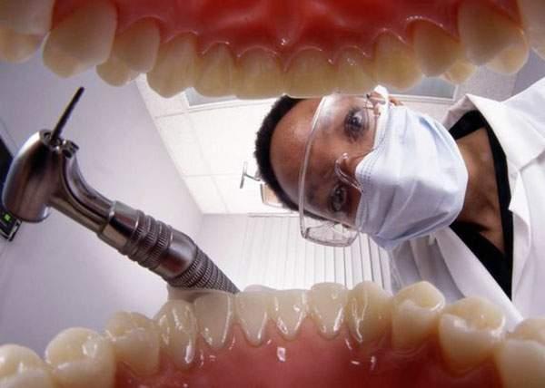 Pedeapsă divină! Lângă un vecin care dădea cu bormașina de 6 luni s-a mutat un dentist