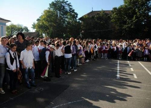 Începutul anului școlar se va repeta pentru că un liceu din Botoșani a furat startul