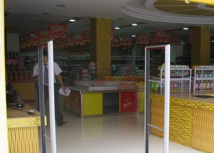 Eficienţă sporită: Detectoarele din supermarketuri vor piui doar când iese cineva care n-a furat