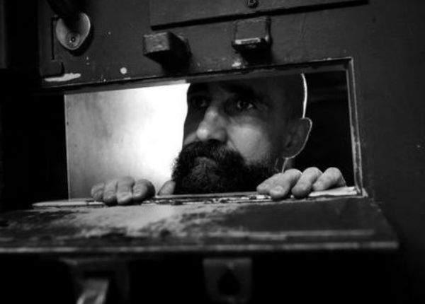 Efectul eliberărilor lui Tudorel. Un deţinut a dat România în judecată la CEDO că suferă de singurătate pe etajul lui