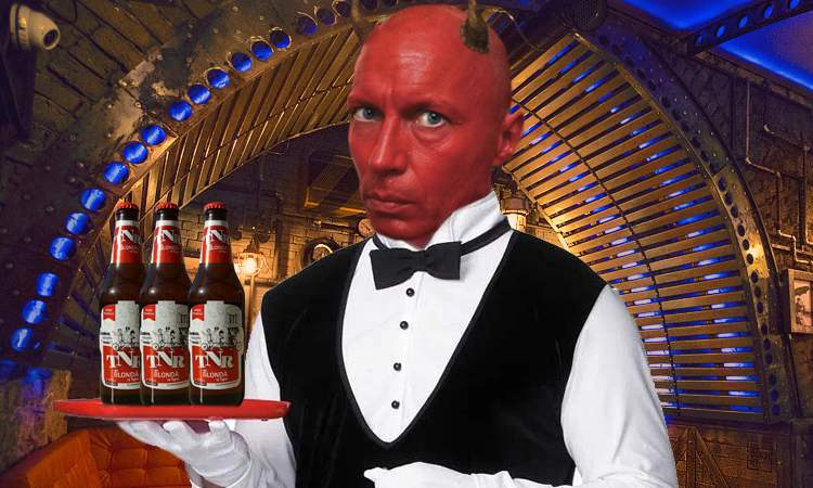 """Diavolul, deconspirat! Se ascundea în chelnerul care anunță """"Ultima comandă!"""""""