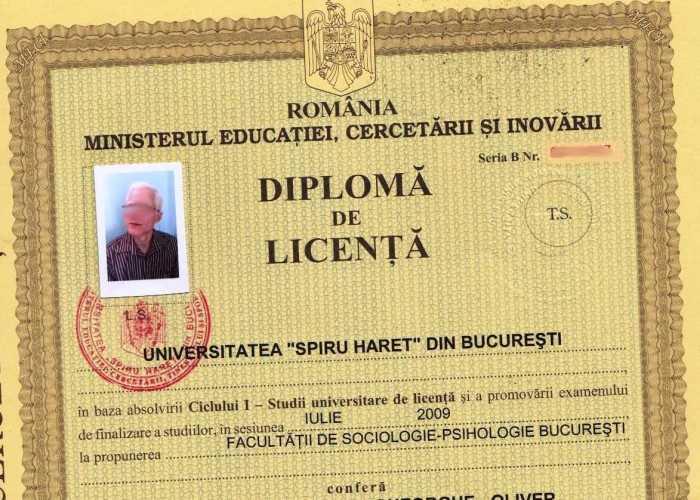 Angajatorii români cer ca diplomele de facultate să fie tipărite pe hârtie mai moale