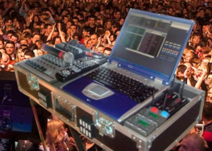 Inventivitate! Un DJ român își trimite doar laptopul la concerte și roagă pe cineva să dea play