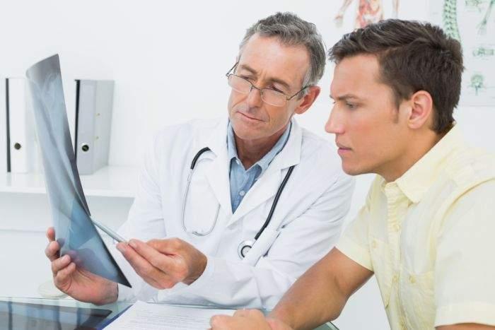 Studiu! Medicii au descoperit că bărbații care își țin penisul pe partea incorectă sunt mai predispuși la cancer