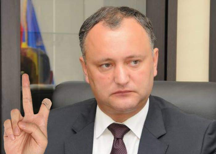 Alegeri în Moldova. Putin i-a tăiat un deget comunistului Igor Dodon, că n-a câştigat din primul tur