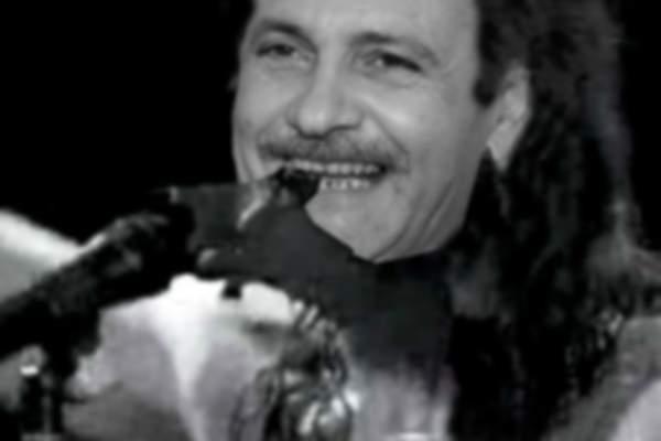 S-a aflat de ce Dragnea are dinții stricați! Mușca capete de liliac pe vremea când era în trupa rock