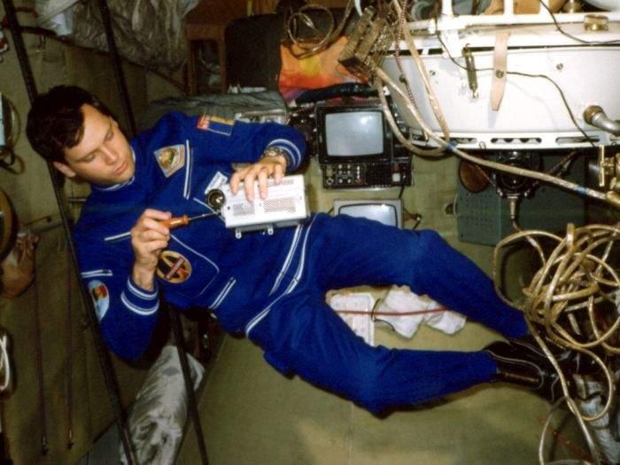 Studiu! Prunariu a fost singurul cosmonaut care cântărea mai mult în spaţiu decât în România lui Ceauşescu