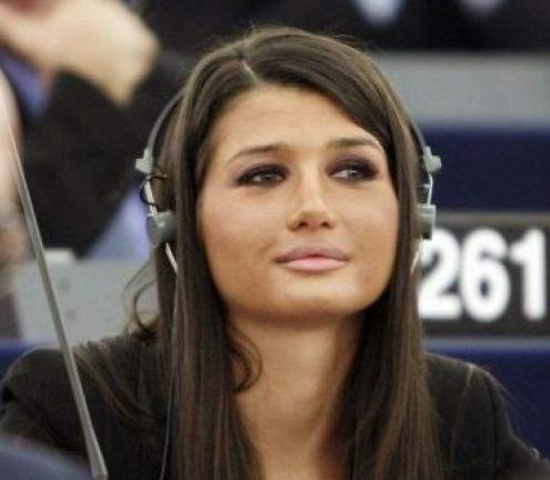 Video: Elena Băsescu, moment de maximă penibilitate în Parlamentul European