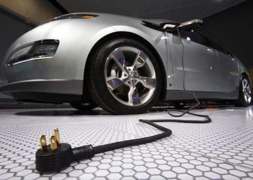Ecologiştii militează pentru maşinile electrice, deoarece te ajută să te laşi de condus