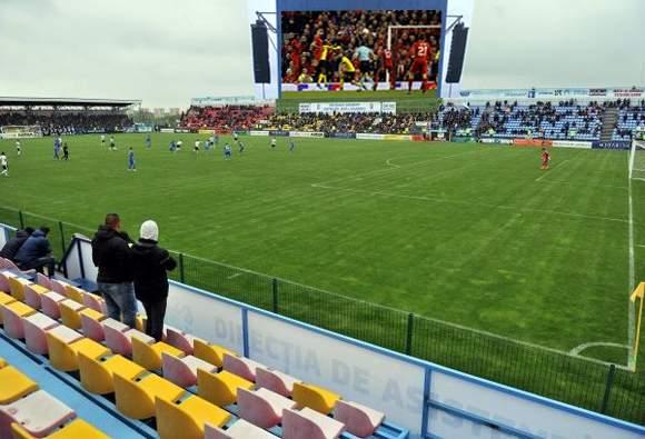 Ca să atragă suporterii, pe stadioanele din Liga I se vor pune ecrane cu meciuri din alte campionate