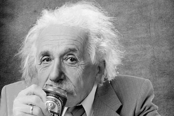 S-a dovedit că Einstein avea dreptate! E foarte greu să bei bere la cutie când ai mustaţă