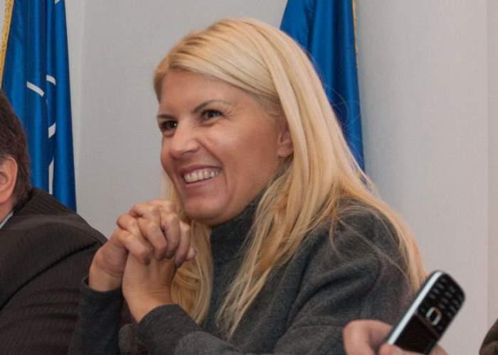 """Ambasadorii care au primit scrisori de la Elena Udrea reacționează prompt: """"Trimite poze, nu texte!"""""""